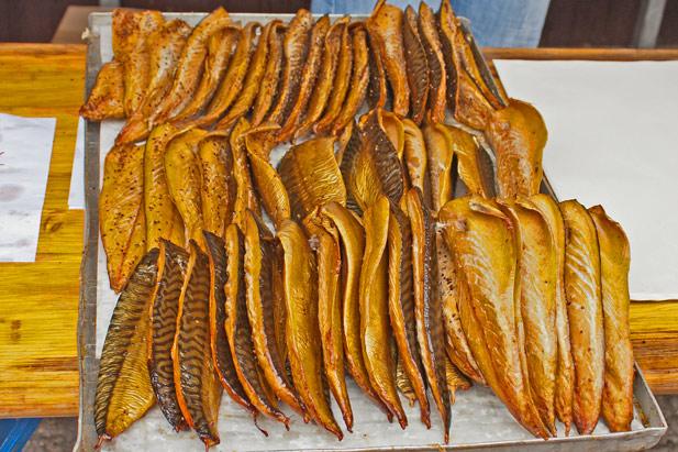 Makrelenfilets zum zweiten, geräuchert.